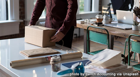 unsplash-box-desk-hands